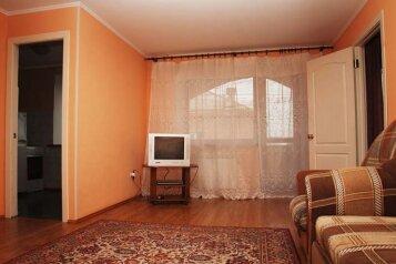 2-комн. квартира, 45 кв.м. на 5 человек, улица 50 лет Октября, 22, Центральный район, Кемерово - Фотография 1