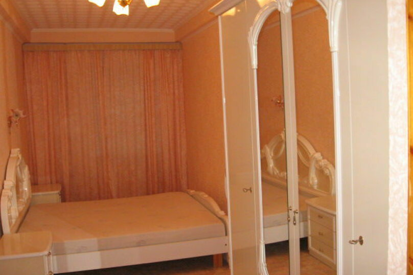 2-комн. квартира, 49 кв.м. на 4 человека, улица Надежды Островской, 3, Севастополь - Фотография 1