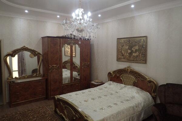 2-комн. квартира, 75 кв.м. на 4 человека, улица Сенявина, 2, Севастополь - Фотография 1