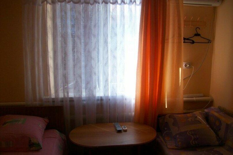 """Гостевой дом """"На 4-го Ахтарского Полка 10"""", улица 4-го Ахтарского Полка, 10 на 3 комнаты - Фотография 2"""