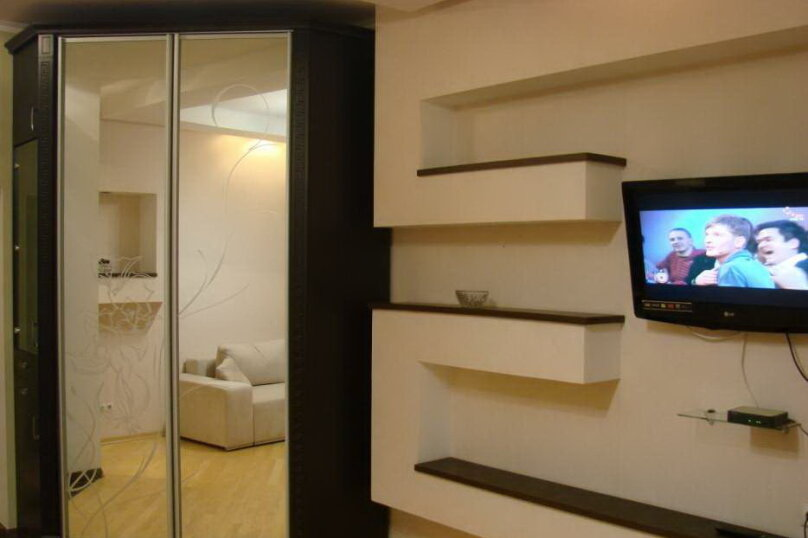 2-комн. квартира, 40 кв.м. на 4 человека, Большая Морская улица, 44А, Севастополь - Фотография 2