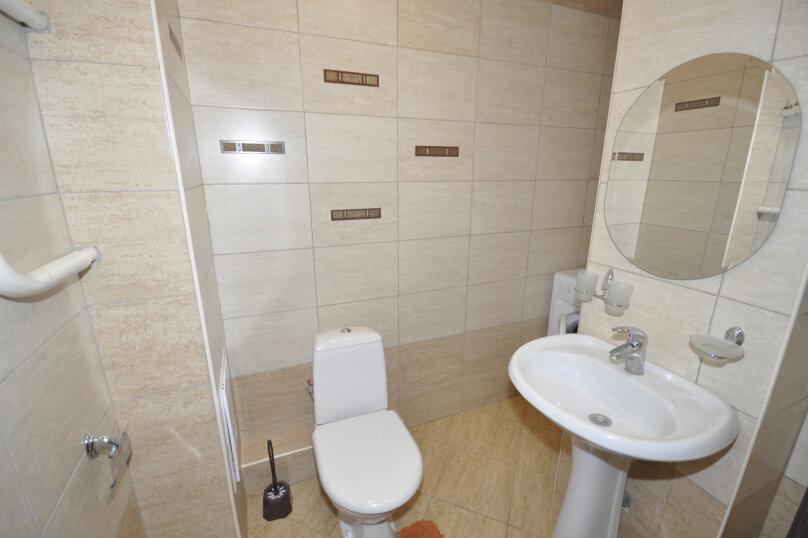 1-комн. квартира, 50 кв.м. на 3 человека, ул. Ивана Захарова, 9, Сургут - Фотография 5
