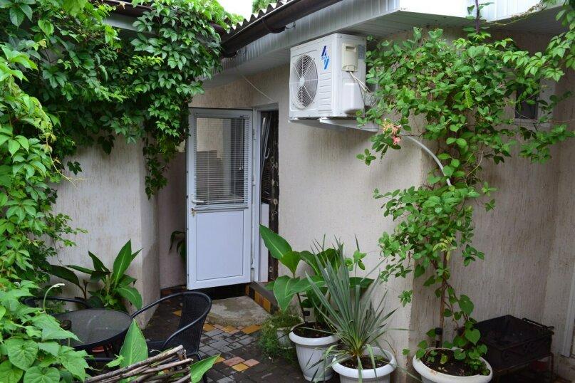 Уютный домик на 3х человек в хорошем районе Судака, 20 кв.м. на 3 человека, 1 спальня, улица Бирюзова, 6, Судак - Фотография 2