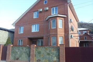 Гостевой дом, улица Ореховая Роща, 21 на 11 номеров - Фотография 1