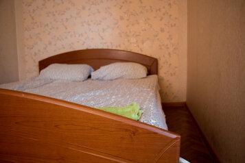 2-комн. квартира, 45 кв.м. на 4 человека, улица Халтурина, 12, Тула - Фотография 1