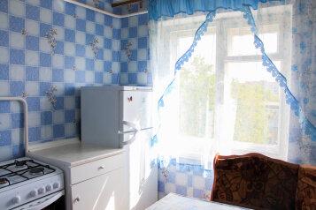 2-комн. квартира, 45 кв.м. на 4 человека, улица Халтурина, 12, Тула - Фотография 4