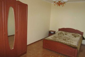 Сдам гостевой дом по комнатам, Комсомольская улица на 12 номеров - Фотография 2