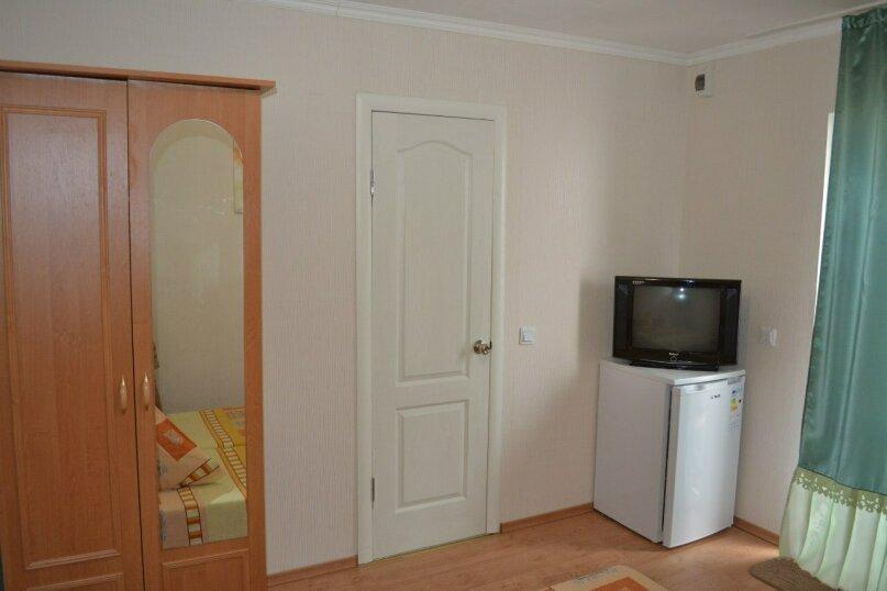 Уютный домик на 2х чел в хорошем районе Судака, 20 кв.м. на 2 человека, 1 спальня, улица Бирюзова, 6, Судак - Фотография 3