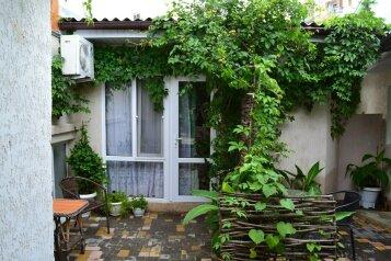 Уютный домик на 2х чел в хорошем районе Судака, 20 кв.м. на 2 человека, 1 спальня, улица Бирюзова, 6, Судак - Фотография 1