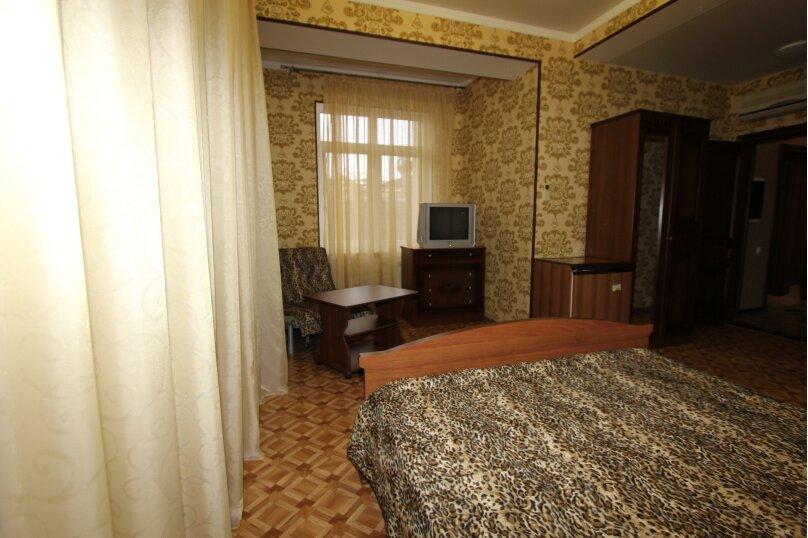 Трехместный однокомнатный люкс без балкона, улица Богдана Хмельницкого, 12А, Адлер - Фотография 1