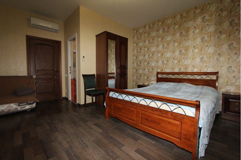 Трехместный однокомнатный люкс с балконом на 2-3 этаже , улица Богдана Хмельницкого, 12А, Адлер - Фотография 1