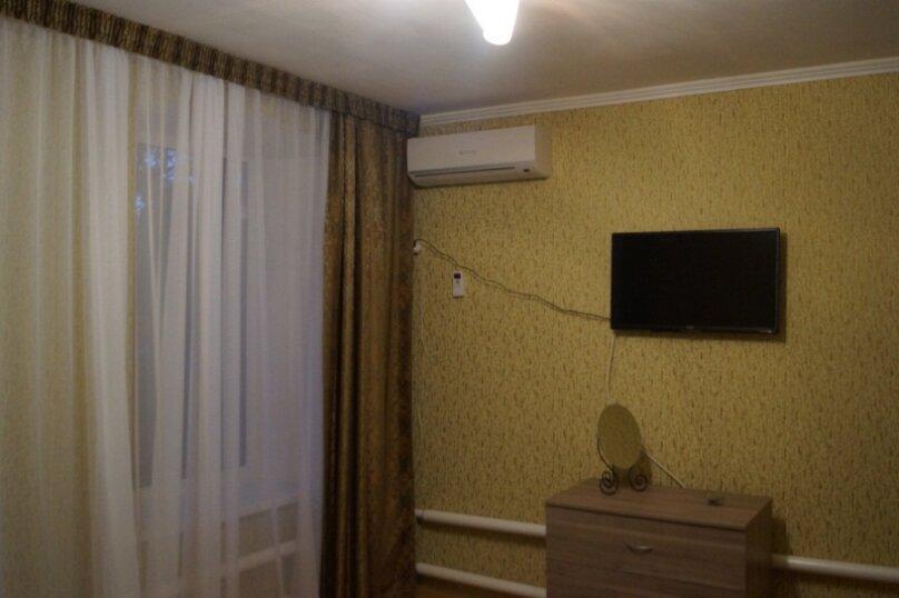 Часть дома, 70 кв.м. на 5 человек, 2 спальни, улица Свердлова, 55, Ейск - Фотография 3