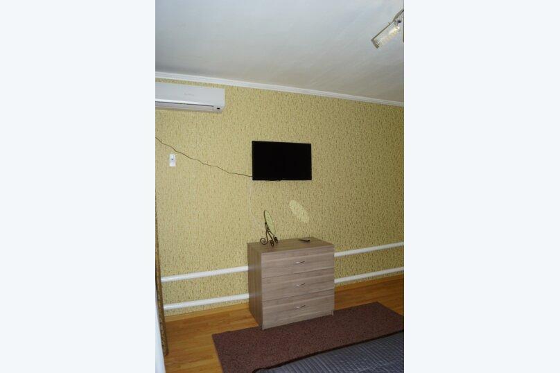 Часть дома, 70 кв.м. на 5 человек, 2 спальни, улица Свердлова, 55, Ейск - Фотография 13