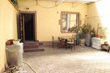 Двухуровневый котеж, 50 кв.м. на 5 человек, 5 спален, улица Пушкина, 55, Евпатория - Фотография 1