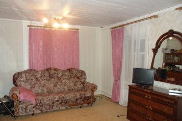 Номер:  Номер, Эконом, 4-местный, 3-комнатный, Гостевой дом в Хвалынске, улица 1 Мая, 56 на 3 номера - Фотография 3