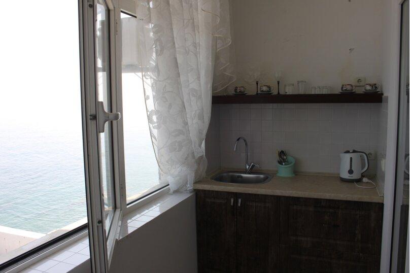 Юг второй этаж балкон, Ленина , 35Б\1, Алупка - Фотография 2