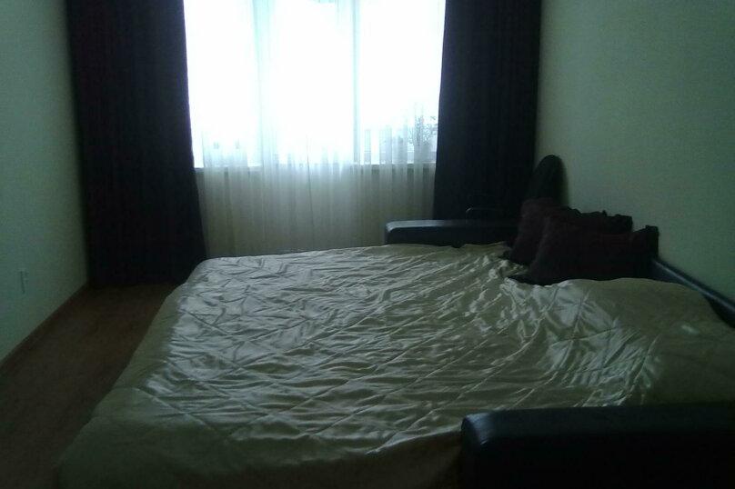 1-комн. квартира, 39 кв.м. на 5 человек, улица Захаренко, 5, Челябинск - Фотография 1
