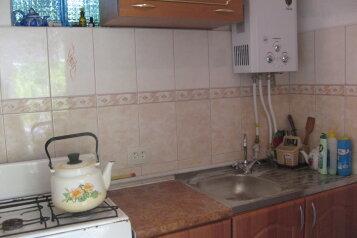 """Недорогой уютный домик с бассейном на семью 2-4 человека, 35 кв.м. на 4 человека, 2 спальни, СТ""""Волна"""", 35, поселок Орджоникидзе, Феодосия - Фотография 3"""