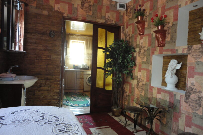 Дом на набережной, 100 кв.м. на 6 человек, 3 спальни, улица Карла Маркса, 4, Алушта - Фотография 3