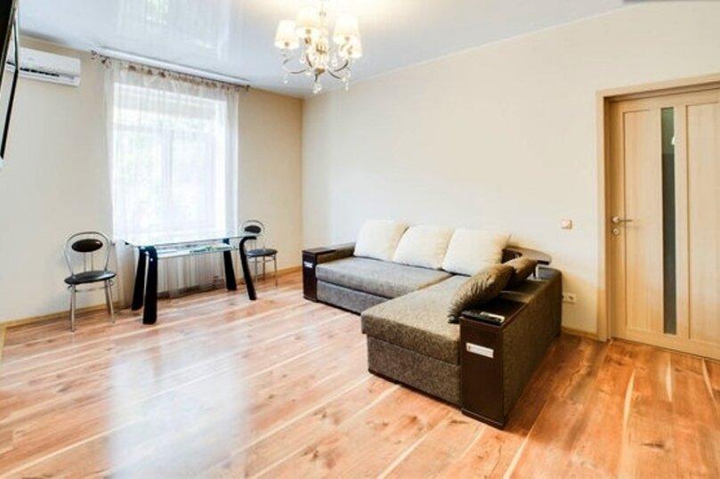 2-комн. квартира, 47 кв.м. на 4 человека, улица Ленина, 23, Севастополь - Фотография 1
