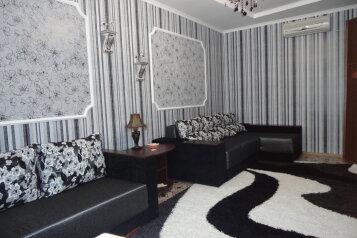 Два комфортабельных домика(двор), 80 кв.м. на 7 человек, 2 спальни, улица Карла Маркса, Алушта - Фотография 2