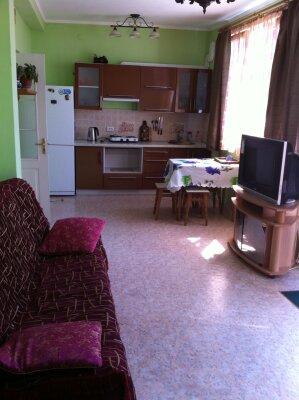 Сдам жилье в Алупке, 45 кв.м. на 6 человек, 2 спальни, улица Калинина, 32, Алупка - Фотография 1