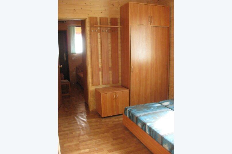 Номер второй (2-й этаж, корпус А левый), улица Шулейкина, 38, Кацивели - Фотография 1