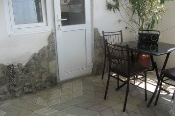 Коттедж на две семью с кухнями и санузлами, 60 кв.м. на 6 человек, 2 спальни, Тихая, 14 а, поселок Орджоникидзе, Феодосия - Фотография 3