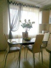 2-комн. квартира, 60 кв.м. на 4 человека, улица Карла Маркса, Центральный округ, Курск - Фотография 1