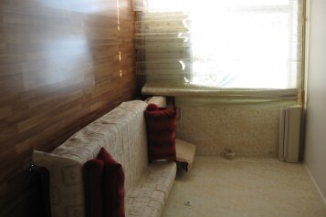 2-комн. квартира, 51 кв.м. на 4 человека, улица Бондаренко, 12, поселок Орджоникидзе, Феодосия - Фотография 1