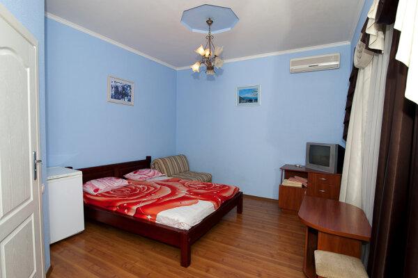 Дом на 12 человек со своим двором в центре Ялты на ул. Боткинская , 115 кв.м. на 12 человек, 5 спален, Боткинская улица, 23, Ялта - Фотография 1