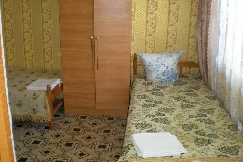 Кровать в мужском или женском номере, Можжевеловая, 2, Судак - Фотография 1