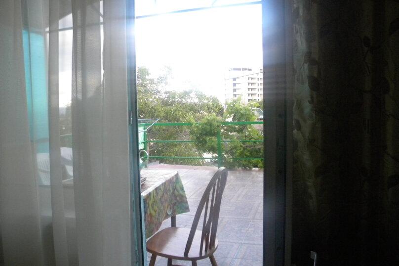 Двухкомнатный с верандой 2й этаж, Пионерская улица, 44, Алушта - Фотография 5