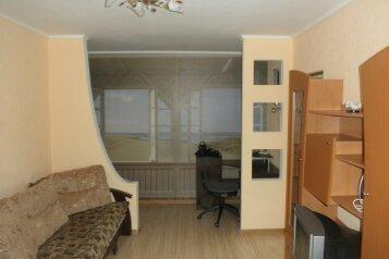 2-комн. квартира, 44 кв.м. на 6 человек, улица 50 лет Октября, Алушта - Фотография 1