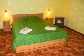 Номер Люкс с отдельным входом, 45 кв.м. на 3 человека, 1 спальня, улица Кирова, 17, Оленевка - Фотография 1