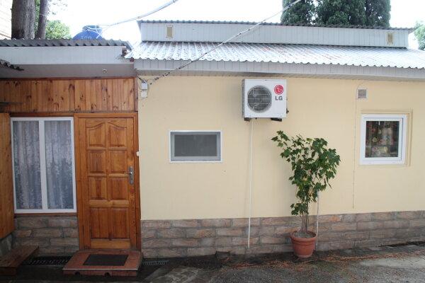 Домик, 40 кв.м. на 3 человека, 1 спальня, улица Фрунзе, 11, Алупка - Фотография 1