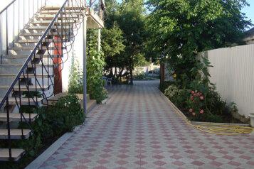 Коттедж для отдыха 1 этаж, 61 кв.м. на 8 человек, 3 спальни, переулок Леонова, 10А, поселок Приморский, Феодосия - Фотография 2