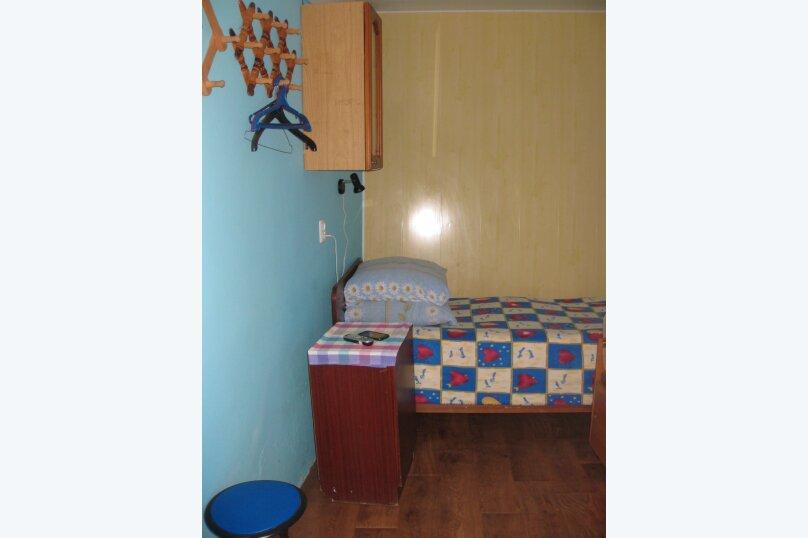 Первый этаж двухэтажного дома. Домик (синий), 11 кв.м. на 2 человека, 1 спальня, улица Ленина, 21, Алупка - Фотография 2