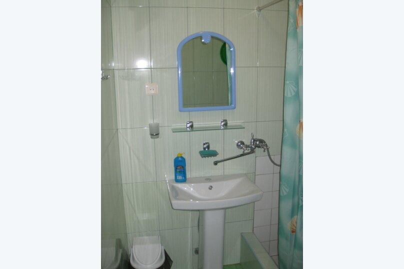 Первый этаж двухэтажного дома. Домик (синий), 11 кв.м. на 2 человека, 1 спальня, улица Ленина, 21, Алупка - Фотография 4
