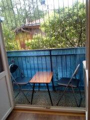 Сдам коттедж, 30 кв.м. на 3 человека, 1 спальня, улица Володарского, Ореанда, Ялта - Фотография 1