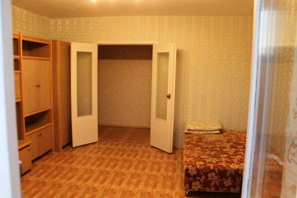 1-комн. квартира, 43 кв.м. на 2 человека, 4 микрорайон, 36, Тобольск - Фотография 1
