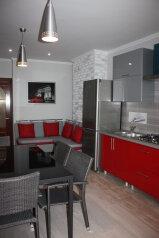 2-комн. квартира, 65 кв.м. на 4 человека, улица Адмирала Фадеева, 30, Севастополь - Фотография 1