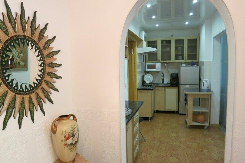 2-комн. квартира, 60 кв.м. на 5 человек, Революционная, 12, Феодосия - Фотография 2