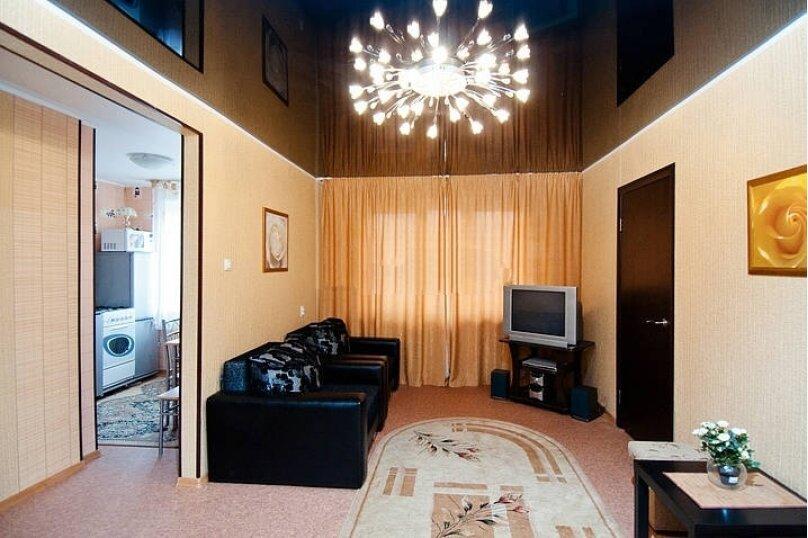 2-комн. квартира, 52 кв.м. на 6 человек, Российская улица, 218, Челябинск - Фотография 1