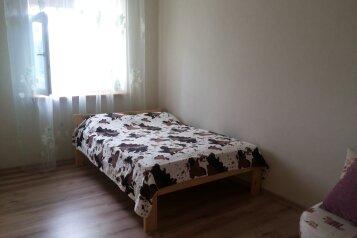 Однокомнатный полулюкс:  Номер, Полулюкс, 3-местный, 1-комнатный, Гостевой  дом, улица Матвеева на 7 номеров - Фотография 2