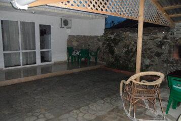 Коттедж, 60 кв.м. на 8 человек, 3 спальни, улица Ковропрядов, район Ачиклар, Судак - Фотография 1