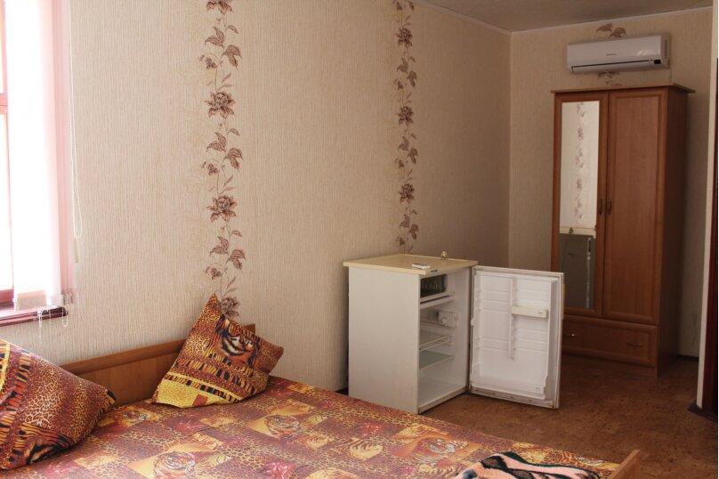 2х комнатный на 5 человек, улица Кузнецов, 2, Судак - Фотография 3
