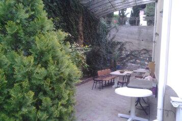 Комфортабельный дом 240 кв, 240 кв.м. на 8 человек, 4 спальни, мкрн Волна Восточная набережная, Алушта - Фотография 2