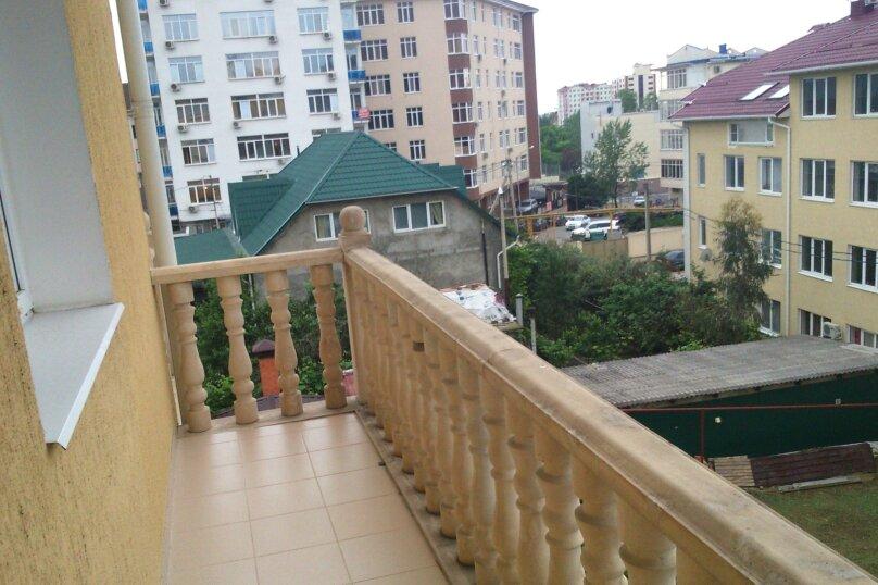 Четырехместный  номер  с  балконами  на  пятом  этаже. №14, Полтавская  , 21/9, микрорайон Мамайка, Сочи - Фотография 4