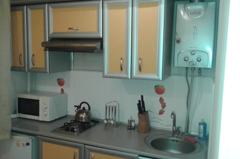 1-комн. квартира, 35 кв.м. на 4 человека, проспект Кирова, 28, Симферополь - Фотография 1